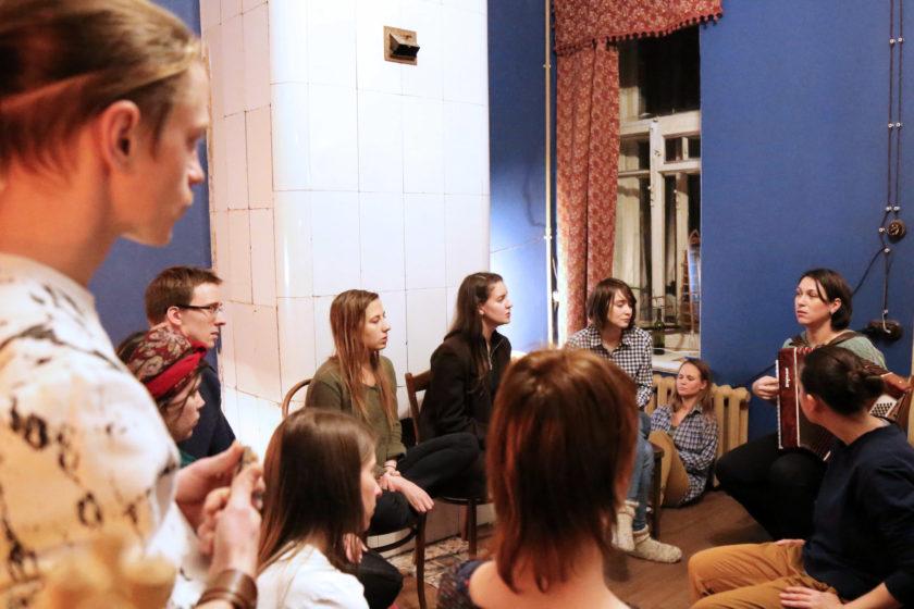 Как бывшая коммунальная квартира превратилась в центр инклюзивного искусства?
